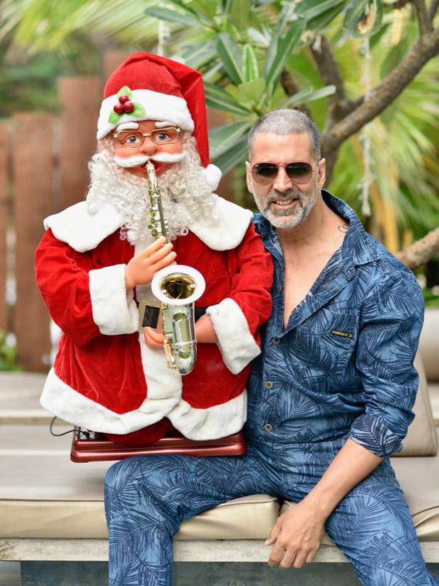 Check out Akshay Kumar flaunts his new buzz cut to kick start Christmas celebrations!