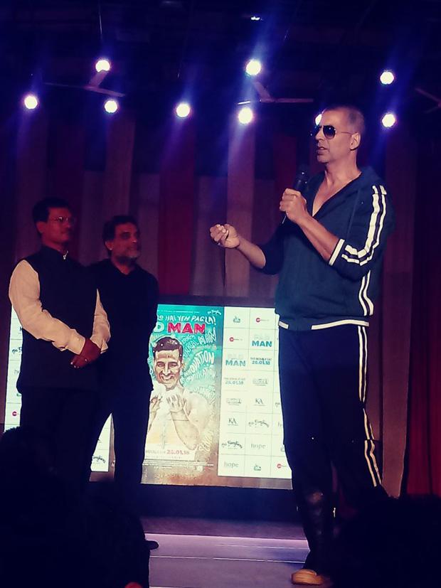 Check out Reel life Padman Akshay Kumar and reel life Padman Arunachalam Muruganantham take over Mood Indigo 2017 (3)