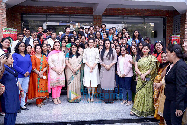 Check out Taapsee Pannu visits her alma mater in Delhi-2
