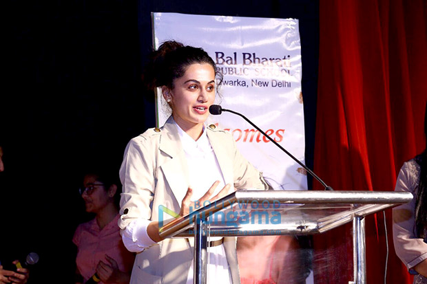Check out Taapsee Pannu visits her alma mater in Delhi-3