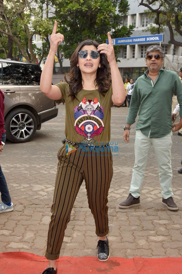 Daily Style Pill Alia Bhatt just gave the mixed prints trend a punk upgrade and we LOVE it! (1)