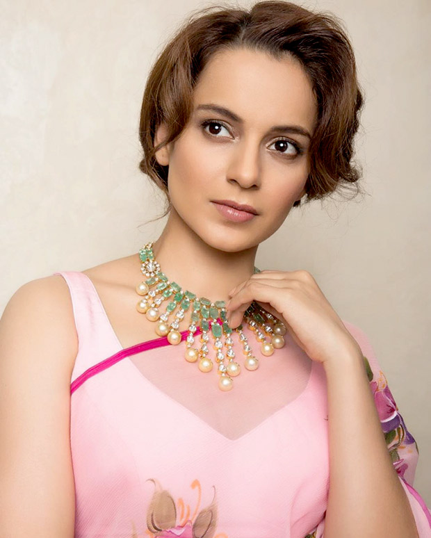 Daily Style Pill Kangana Ranaut has a flirty affair with a hot pink chiffon saree and here's why we love it! (4)
