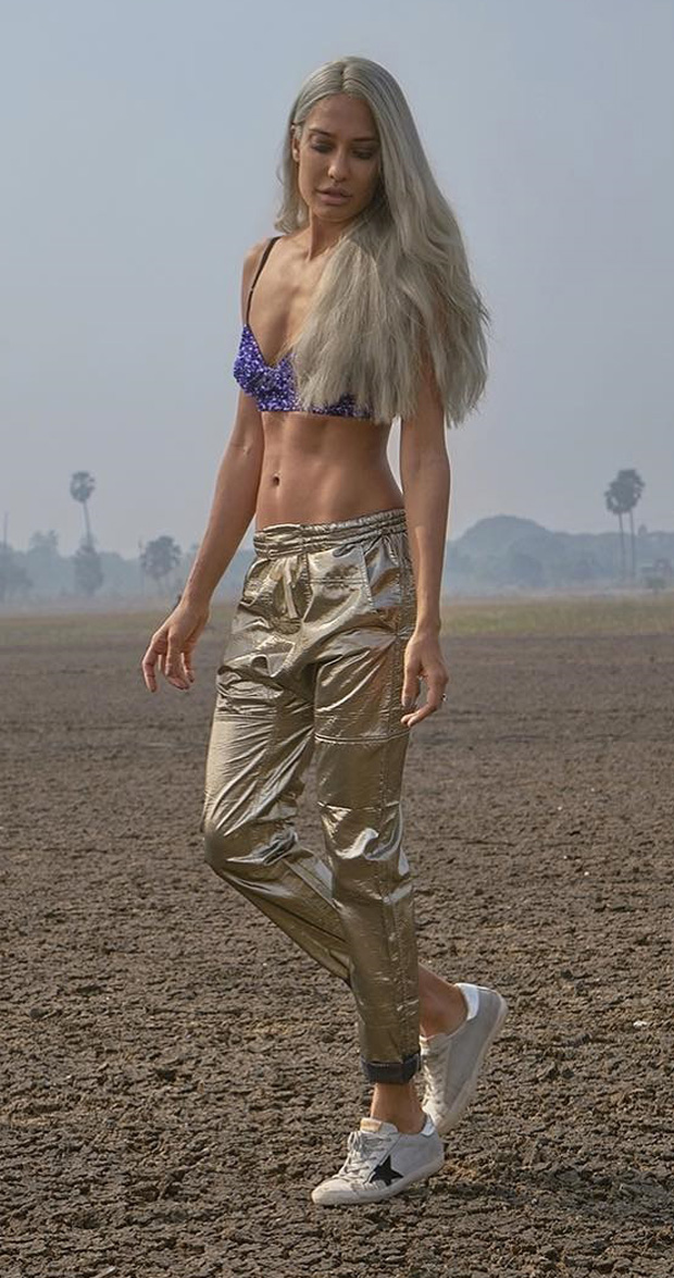 HOTNESS Lisa Haydon flaunts her perfect toned abs post pregnancy