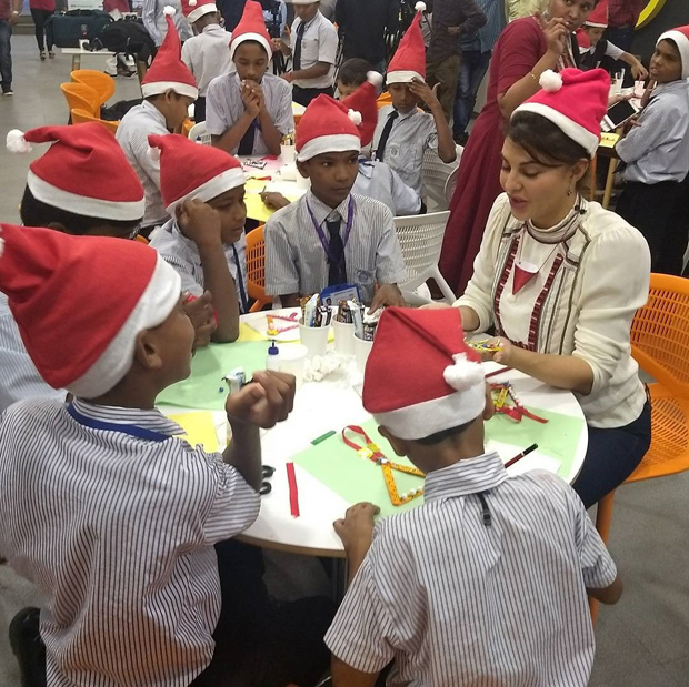 Here's how Jacqueline Fernandez celebrates Christmas with these underprivileged kids (4)