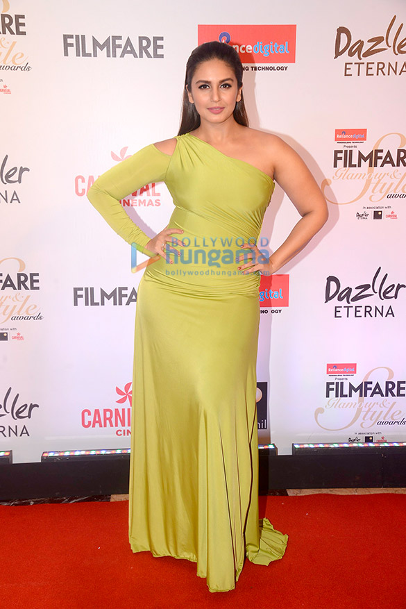 Here's what your favourite female stars wore at Filmfare Glamour and Style Awards 2017 (13)