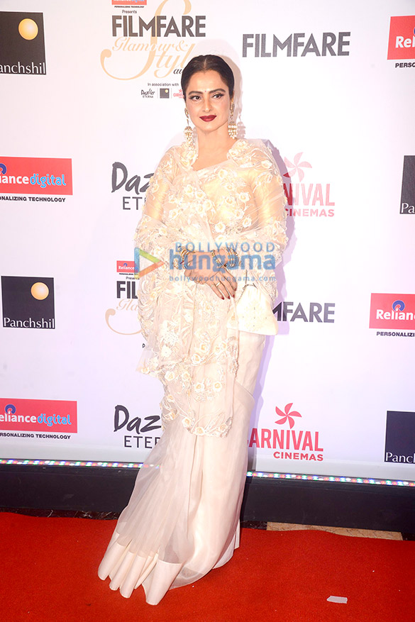 Here's what your favourite female stars wore at Filmfare Glamour and Style Awards 2017 (19)