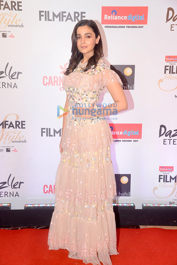 Here's what your favourite female stars wore at Filmfare Glamour and Style Awards 2017 (3)