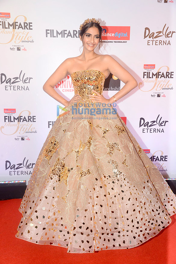 Here's what your favourite female stars wore at Filmfare Glamour and Style Awards 2017 (4)