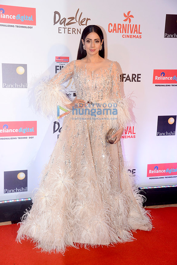 Here's what your favourite female stars wore at Filmfare Glamour and Style Awards 2017 (6)