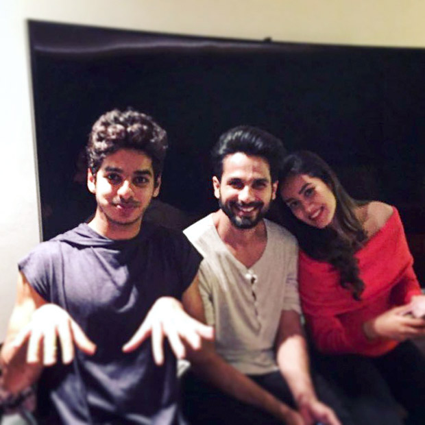 It's a family night for Shahid Kapoor, Mira Rajput and Ishaan Khatter (2)