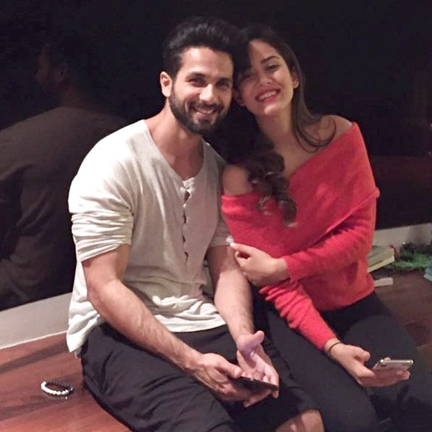 It's a family night for Shahid Kapoor, Mira Rajput and Ishaan Khatter (6)