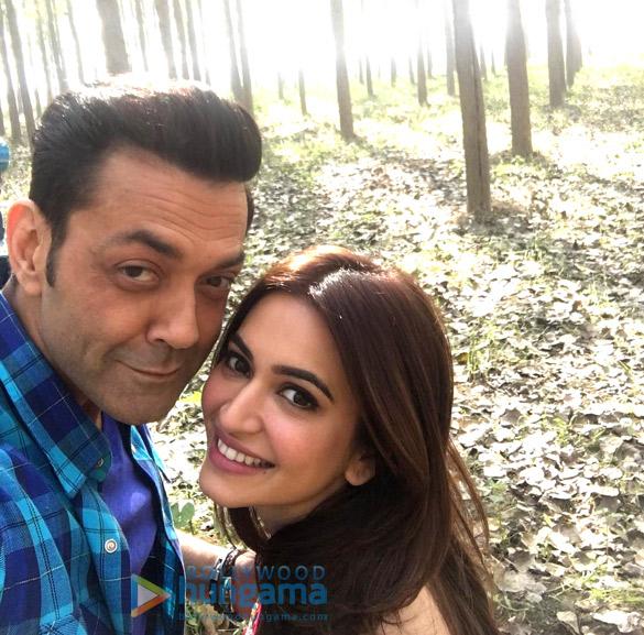 Kriti Kharbanda shares a selfie with co-star Bobby Deol from the sets of Yamla Pagla Deewana Phir Se