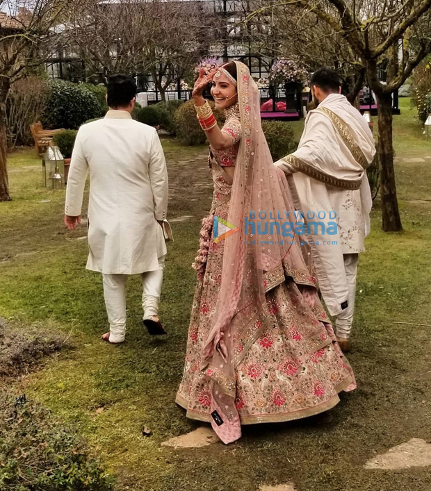 PHOTO Anushka Sharma is the happiest bride during her 'bidaai' with Virat Kohli