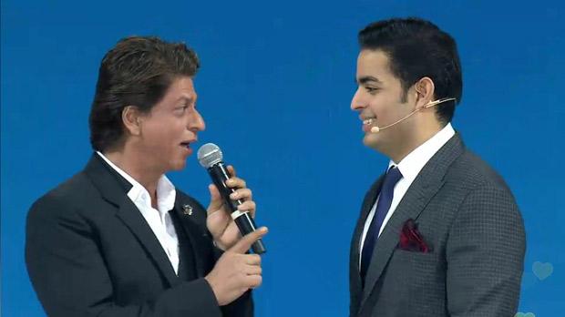 RIL 40 Shah Rukh Khan arrives on an ATV; Amitabh Bachchan plays Kgrand celebration