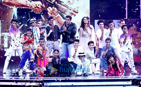 Salman Khan and Katrina Kaif wow the audience on the sets of Super Dancer (2)
