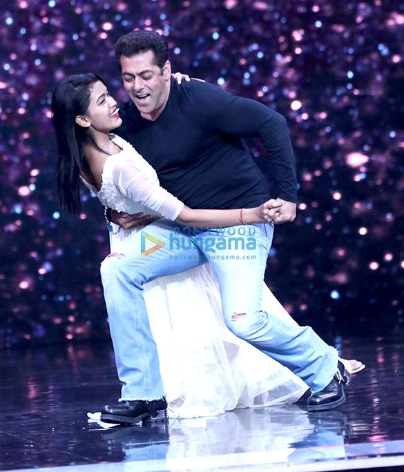 Salman Khan and Katrina Kaif wow the audience on the sets of Super Dancer (5)