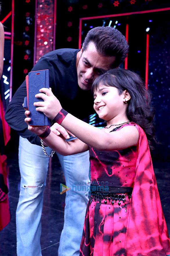 Salman Khan and Katrina Kaif wow the audience on the sets of Super Dancer (6)