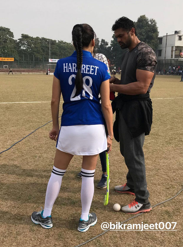 Taapsee-Pannu-shows-off-her-sporty-look-on-the-sets-of-Soorma-01