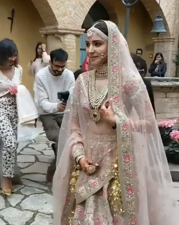 WATCH Virat Kohli left in 'awe' when his bride Anushka Sharma walks down to the aisle (5)