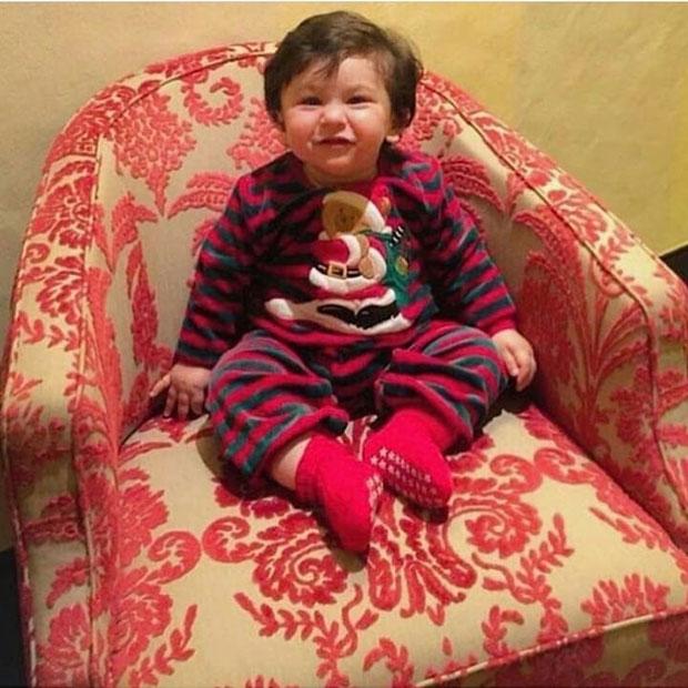 Kareena-Kapoor-Khan-and-Saif-Ali-Khan-twin-in-black-on-NYE;-little-Taimur-Ali-Khan-smiles-in-his-Christmas-onesie!-2