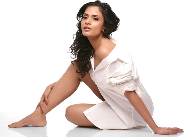 Exclsuvie: Richa Chadda LAMBASTS fake nationalists; claims to be an angry patriot (watch video)