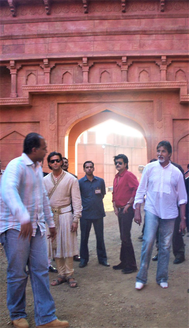 This throwback pic from Jodhaa Akbar will make you desperate to see Hrithik Roshan romance Aishwarya Rai Bachchan