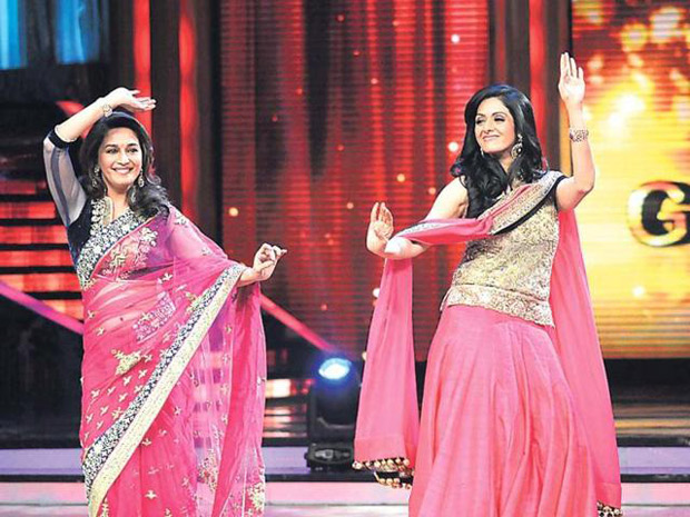 Watch: When Madhuri Dixit danced on 'Mere Haathon Mein' and Sridevi danced on 'Dhak Dhak Karne Laga'