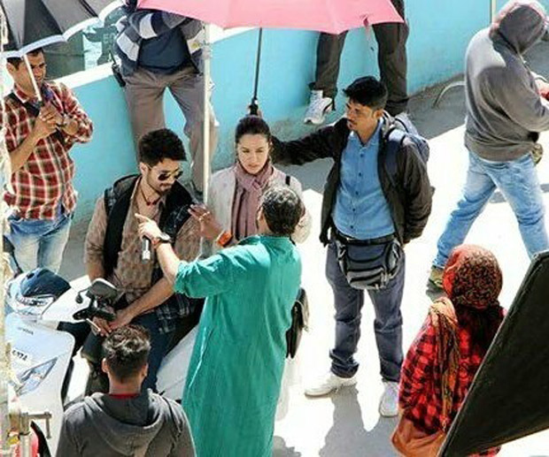 Batti Gul Meter Chalu: Shahid Kapoor and Shraddha Kapoor go on a scooter ride in Tehri