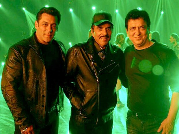 Salman Khan and Dharmendra twin in black with Sajid Nadiadwala for a song shoot for Yamla Pagla Deewana Phir Se