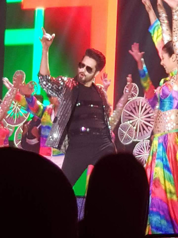 Batti Gul Meter Chalu co-stars Shahid Kapoor and Shraddha Kapoor enthrall the audience at a wedding