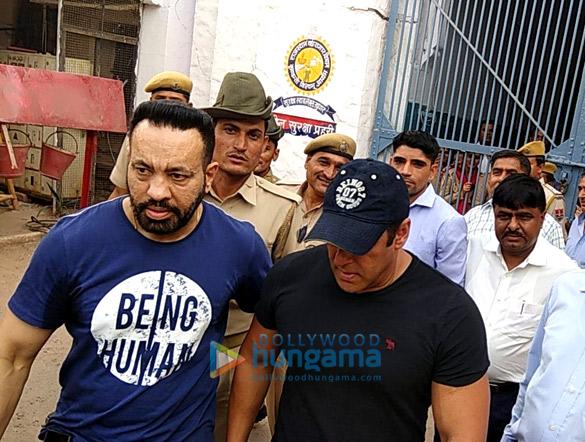 WATCH: Salman Khan EXITS Jodhpur central jail after being granted bail