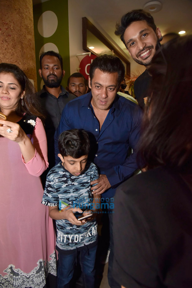 Salman Khan does charity for kids straight after jail (see pictures)