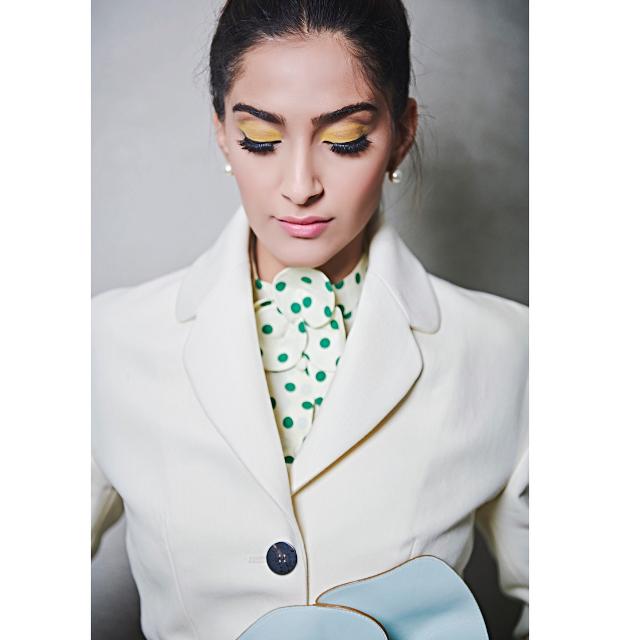 Sonam Kapoor flaunts yellow eyelids,large lashes and pink lips