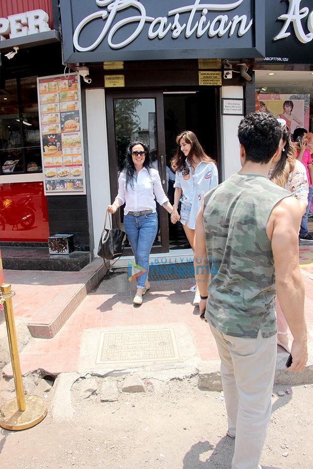 When Disha Patani was seen bonding with Tiger Shroff's mother Ayesha Shroff (see pics)