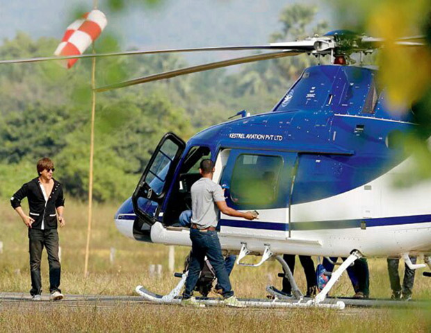 Zero new still: Shah Rukh Khan enters Vasai like a true blue superstar to commence his shoot