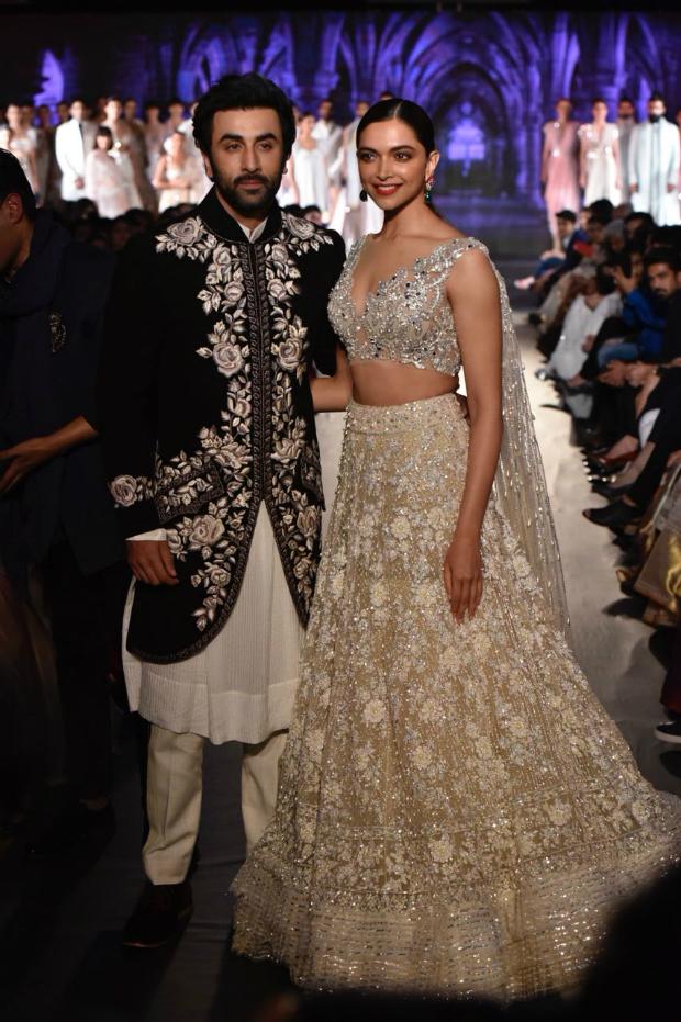 TAMASHA GALORE as Deepika Padukone and Ranbir Kapoor turn showstoppers for Manish Malhotra at Mijwan Fashion Show 2018!