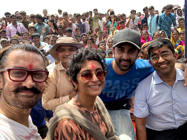After Alia Bhatt, Ranbir Kapoor joins Aamir Khan in shramdaan for Paani Foundation