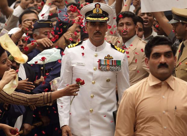 Akshay Kumar JUSTIFIES auctioning his Rustom uniform, supports Twinkle Khanna