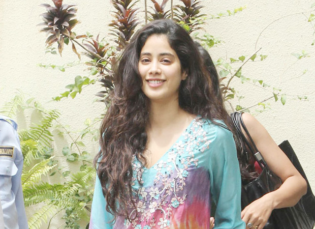 Watch: Janhvi Kapoor gets mobbed, handles it with grace