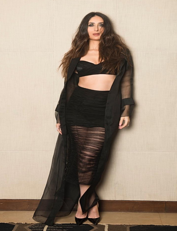 Kareena Kapoor Khan flaunts a toned frame in Shehlaa Khan for Veere Di Wedding music album launch