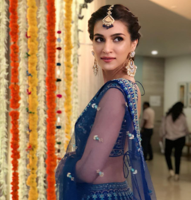 Kriti Sanon in dewy makeup and an elegant updo (1)