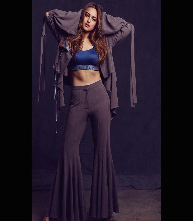 Sonakshi Sinha flaunts those toned abs