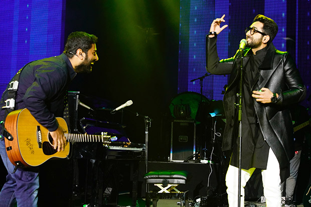 Watch Arijit Singh and Ayushmann Khurrana set the stage on fire!