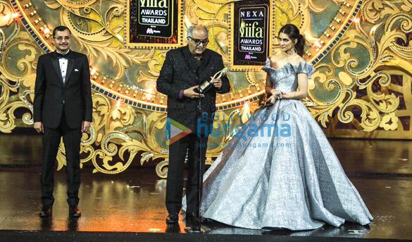 IIFA 2018: Boney Kapoor CRIES as late Sridevi receives special honour; Arjun Kapoor and Anil Kapoor comfort him