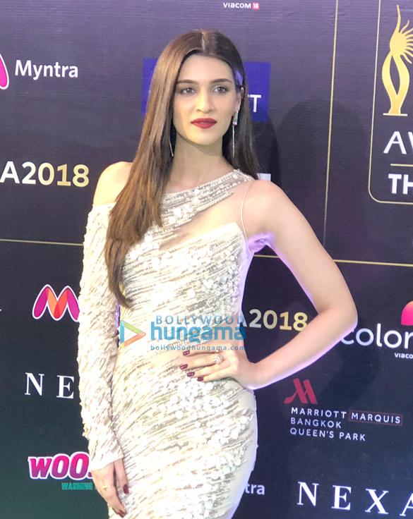 Kriti Sanon, Anil Kapoor, Iulia Vantur and others snapped at the green carpet of IIFA Rocks 2018