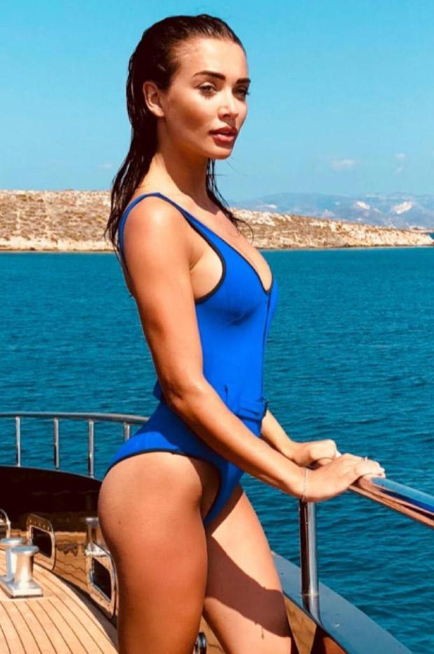 Difficult actress amy bikini you were