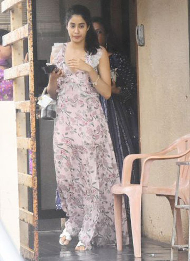 Inside pics - Mira Rajput looks fresh as a daisy at her baby shower, Shahid Kapoor, Ishaan Khatter and Janhvi Kapoor make the occasion special