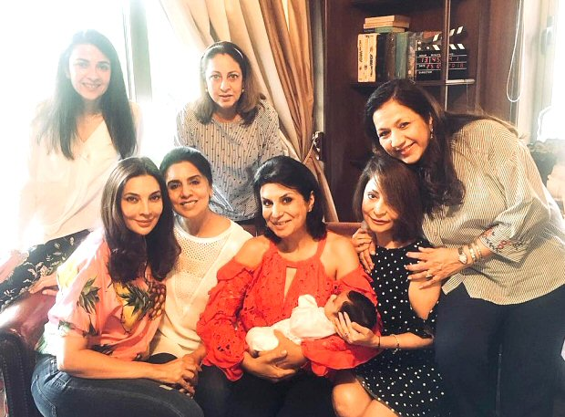 Neetu Kapoor meets Varun Dhawan's little niece with a group of friends
