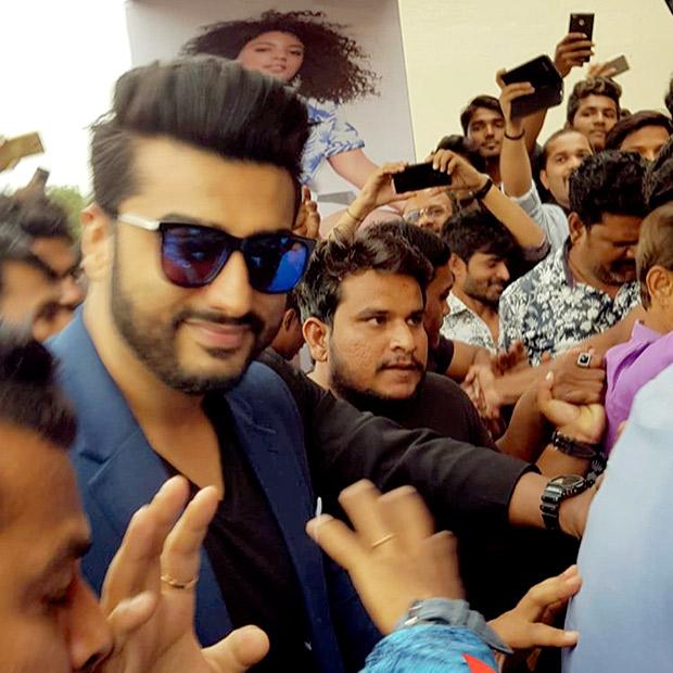 WATCH: Arjun Kapoor gets mobbed by fans in Aurangabad
