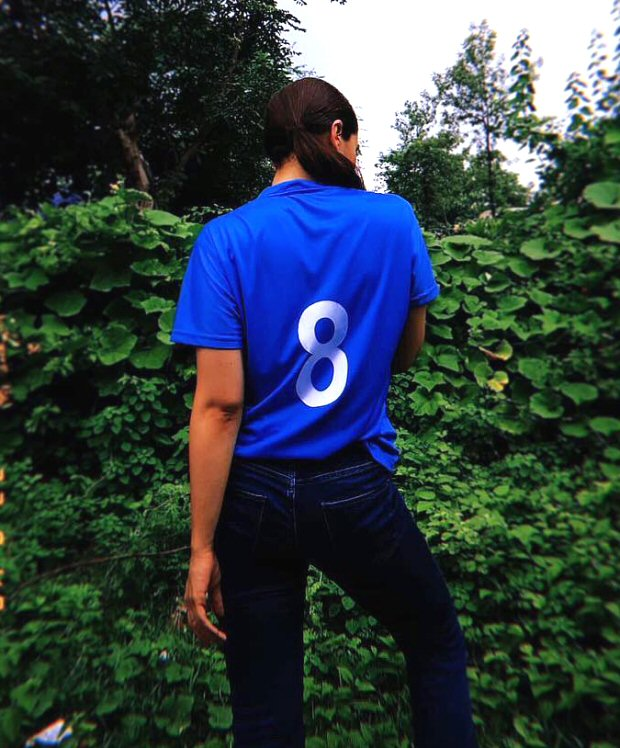 Alia Bhatt flaunts rumoured beau Ranbir Kapoor's favourite jersey number